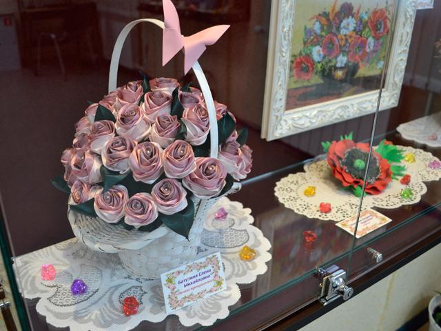 """Творческая выставка """"Цветы для мамы"""""""