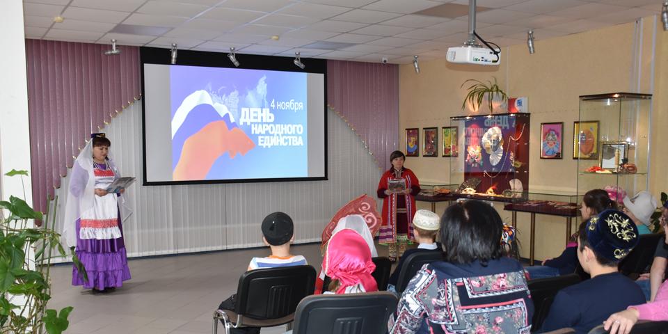 Историко-познавательное мероприятие «День народного единства» с учащимися МБОУ «СОШ № 1» и МБОУ «ООШ № 2»