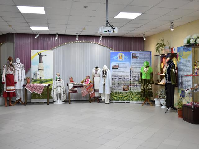 В ханымейском музее открылась выставка к юбилею округа